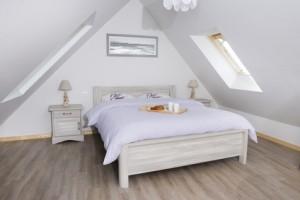 Schlafzimmer unterm Dach mit Schrägen einrichten